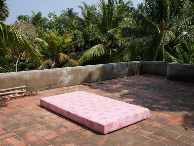 インドでマットの天日干し