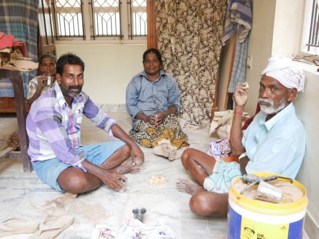 インドの建築現場 休憩時間